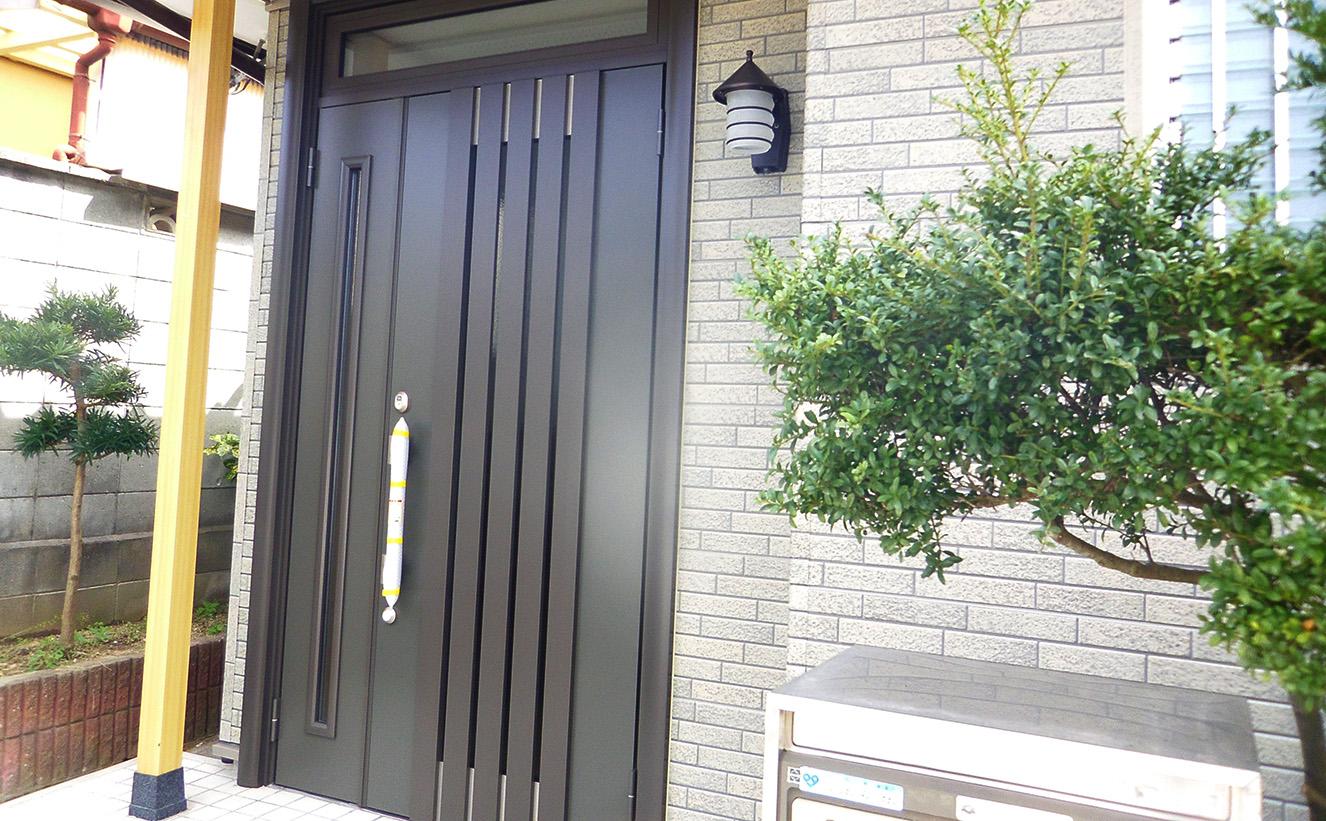 玄関ドアのリフォームイメージ写真